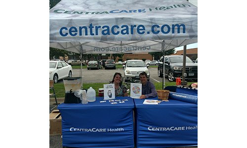 Kristy Peterfeso, CNP, CentraCare Clinic - Big Lake and Joe Mahoney, MD, Stellis Health – Monticello Clinic, provide screen time reduction education to support a healthier community at the Monticello Farmers Market.